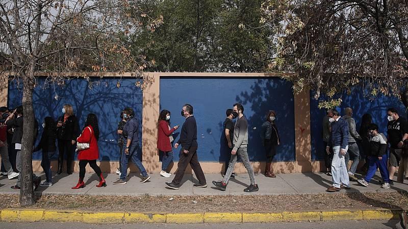 Chile elige a alcaldes, concejales, gobernadores y a las 155 personas que redactarán la nueva constitución