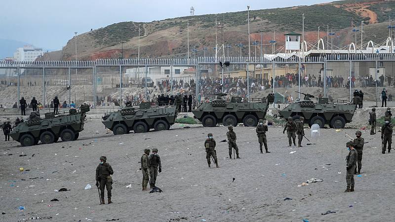 El Ejército se despliega en Ceuta después de la entrada de 6.000 personas en una ola migratoria sin precedentes
