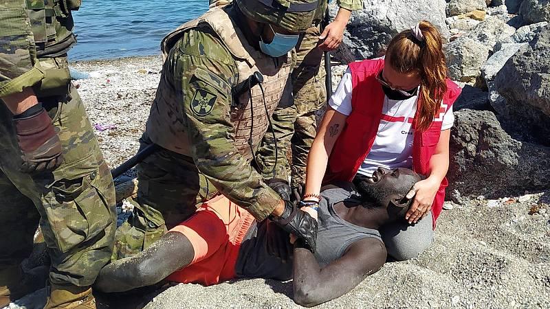 """Cruz Roja en Ceuta: """"Están cruzando la frontera niños de menos de diez años"""""""