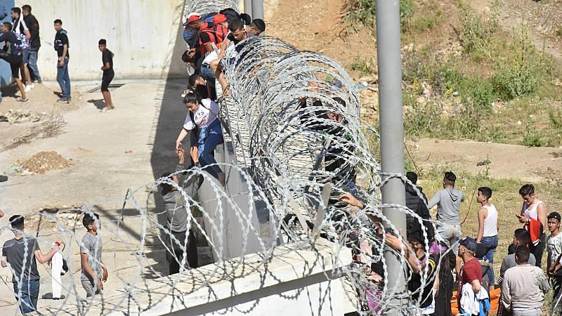 """Marruecos llama a consultas a su embajadora en España y Calvo tacha de """"agresión"""" la ola migratoria"""