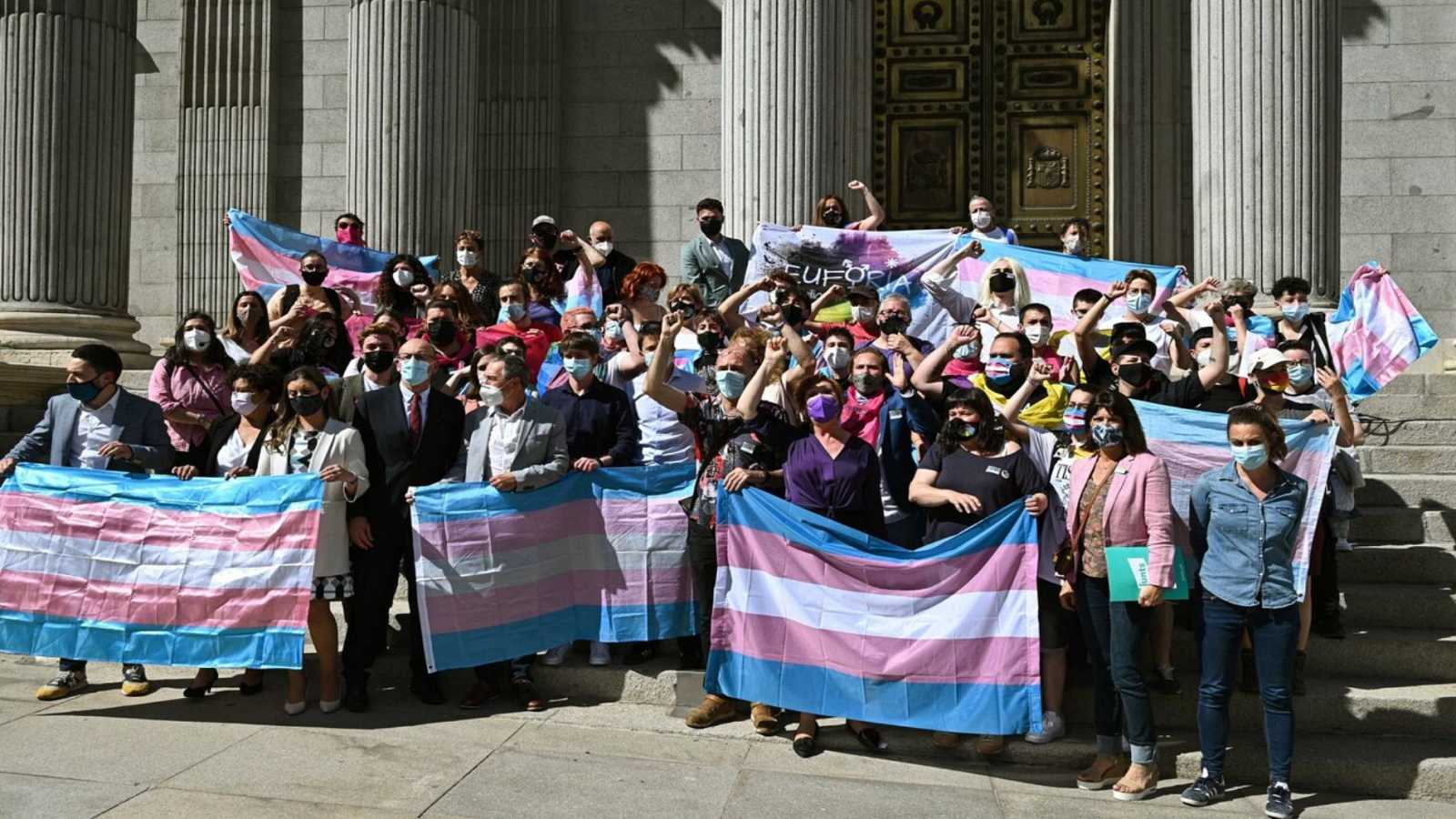 La abstención de PSOE frena la ley trans y Montero promete que verá la luz esta legislatura
