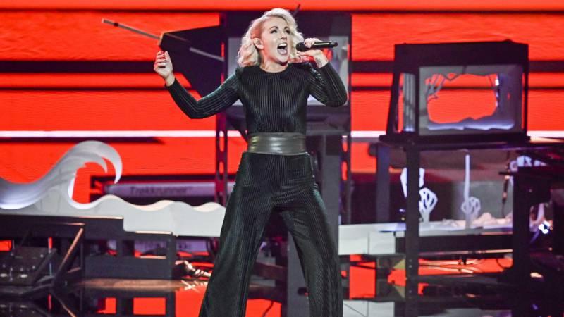 """Eurovisión 2021 - Irlanda: Lesley Roy canta """"Maps"""" en la primera semifinal"""