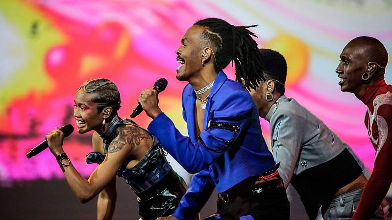 """Eurovisión 2021 - Minuto de Países Bajos: Jeangu Macrooy canta """"Birth of a new age"""" en la primera semifinal"""