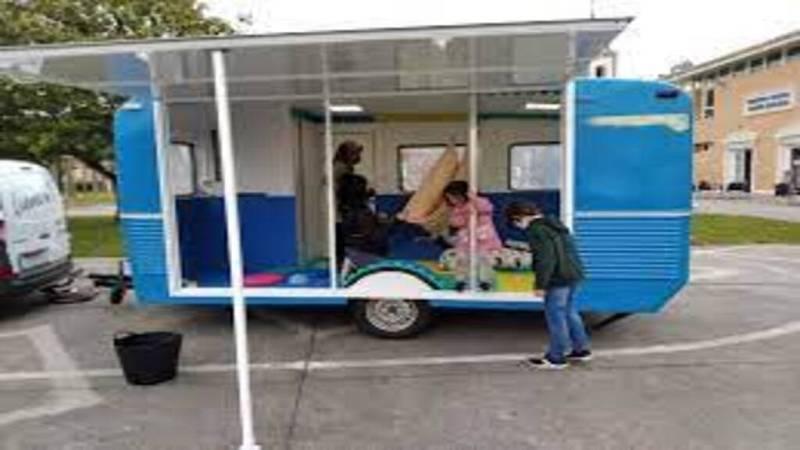 Esta aula-caravana acerca otras necesidades educativas a los colegios rurales