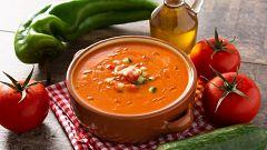 Así preparan los andaluces el gazpacho auténtico