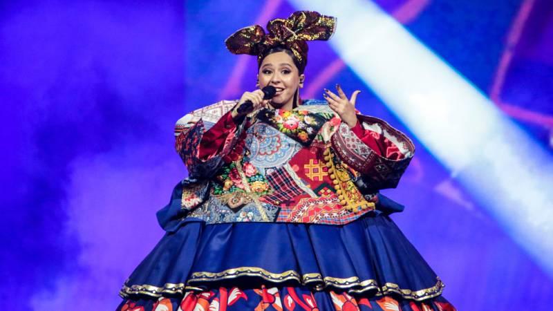 """Eurovisión 2021 - Rusia: Manizha canta """"Russian woman"""""""