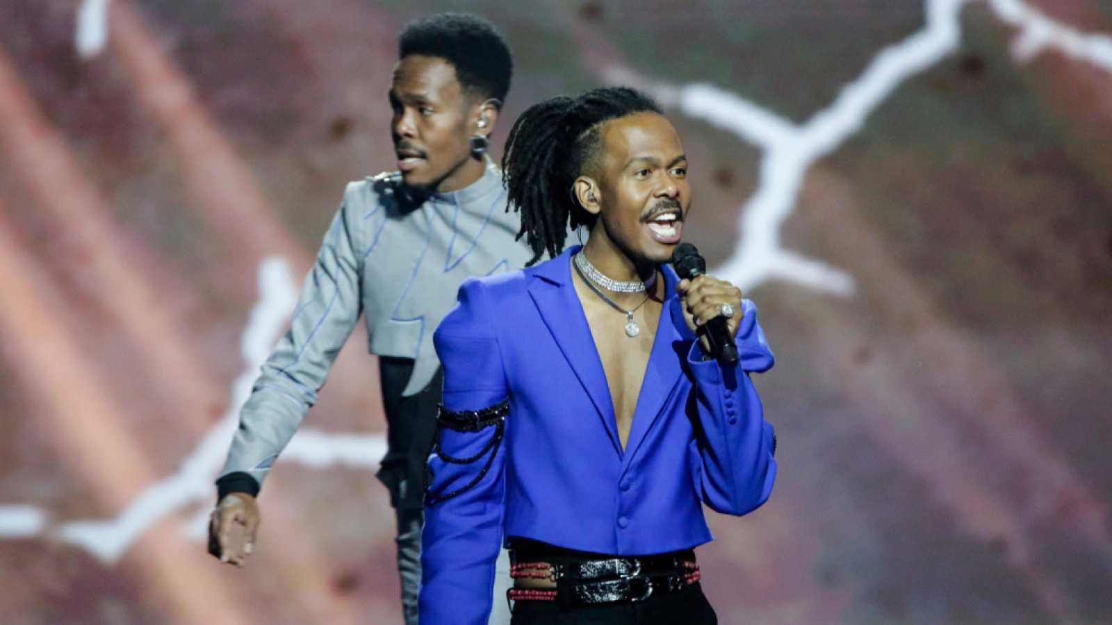 """Eurovisión 2021 - Países Bajos: Jeangu Macrooy canta """"Birth of a new age"""""""