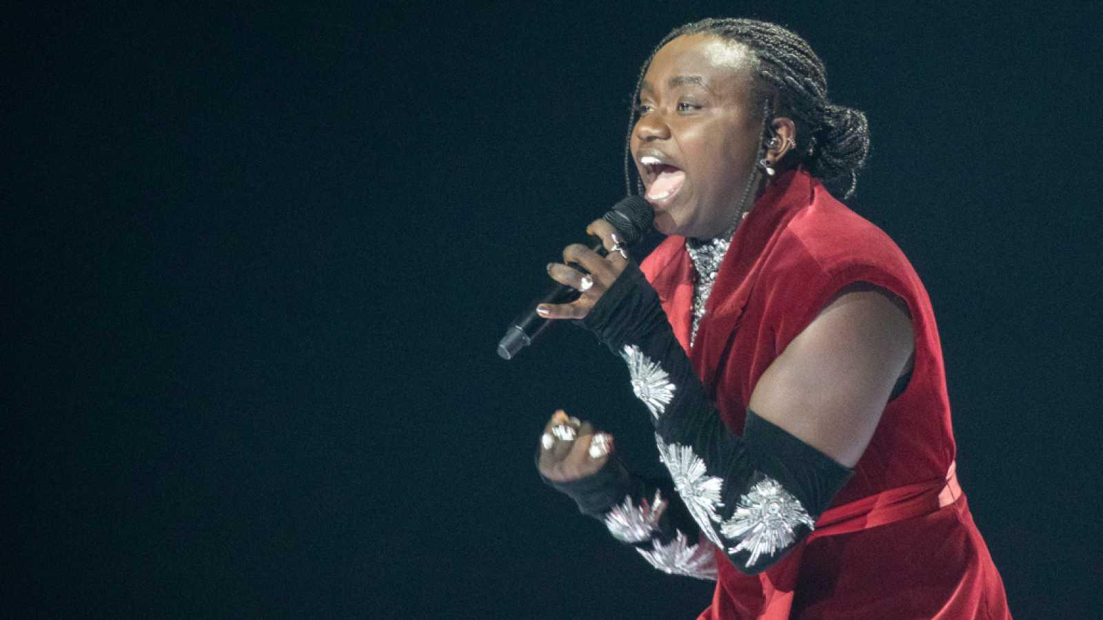 """Eurovisión 2021 - Suecia: Tusse canta """"Voices"""""""