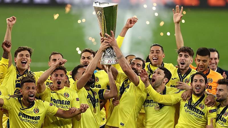 Los 'grougets' celebran el triunfo del Villarreal en la Europa League