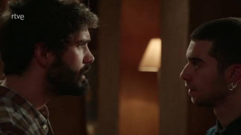 Tirso convence a Erik de quedarse