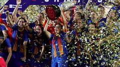 El Barça levanta la Copa de la Reina y celebra un histórico triplete
