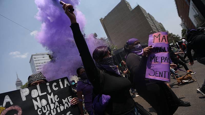 Cientos de mujeres se manifiestan en México contra los casos de feminicidio