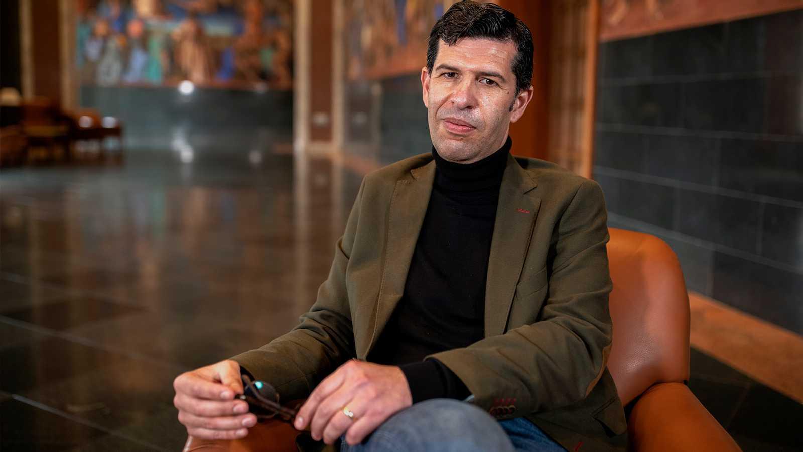 Página Dos - Eduardo Infante, profesor de Filosofía, nos habla de los libros 'Filosofía en la calle' y 'No me tapes el sol'