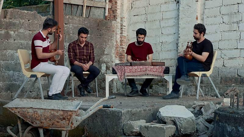 RTVE.es estrena el tráiler de 'Un blues para Tehéran', el debut como director de Javier Tolentino