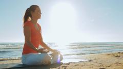 Clase de yoga para aliviar el bruxismo
