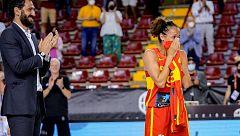 Laia Palau recibe el homenaje por sus 300 partidos con la selección de baloncesto