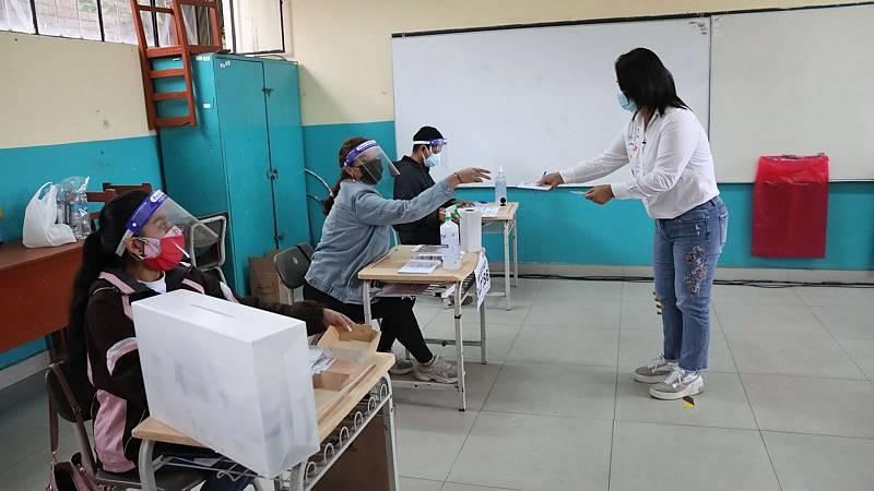 Aumenta la afluencia de votantes en Perú