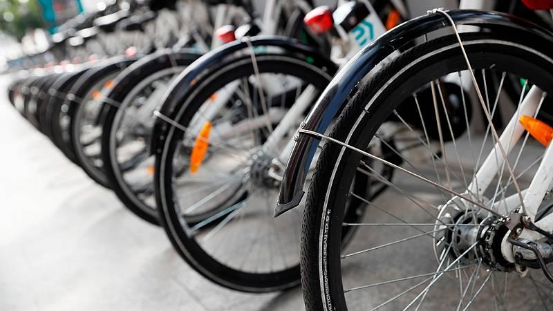 El Gobierno apuesta por la bicicleta para redefinir la movilidad con menos coches y motos
