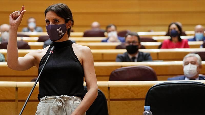 """Una senadora del PP insta a Montero """"a cortarse la coleta"""" como Iglesias y la ministra le pide """"un poquito de educación"""""""
