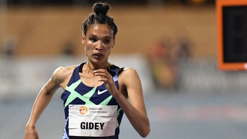 Letsenbet Gidey bate el récord mundial