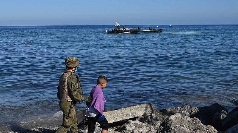 El Gobierno insiste en estudiar pedir visado a los marroquíes para entrar en Ceuta y Melilla - Ver ahora