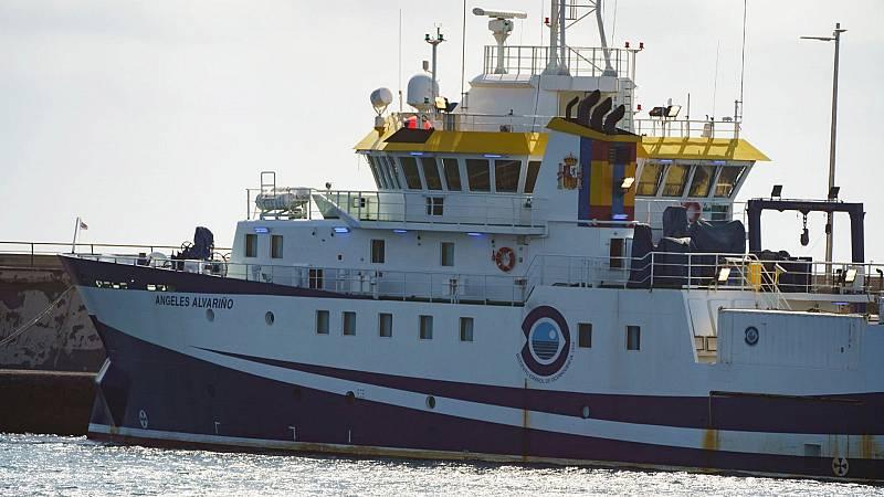 El buque oceanográfico que busca a la pequeña Anna y a su padre hace una escala técnica