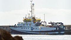 El buque que busca a Anna y a su padre sigue en puerto por una avería