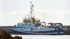 El buque que busca a Anna y su padre permanece en puerto por segundo día por una avería