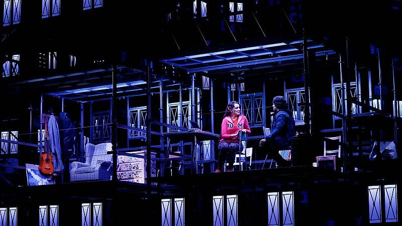 La Boheme, una ópera con escenografía con el ADN de la 'Fura dels baus' ambientada en el extrarradio