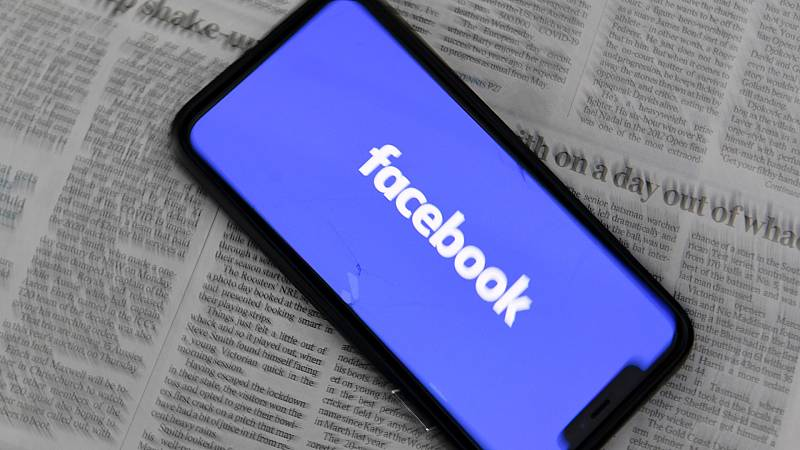 Facebook echa el freno a los privilegios de los políticos en la plataforma