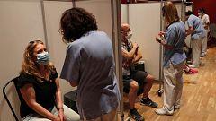 Los profesores vacunados con AstraZeneca siguen esperando la segunda dosis