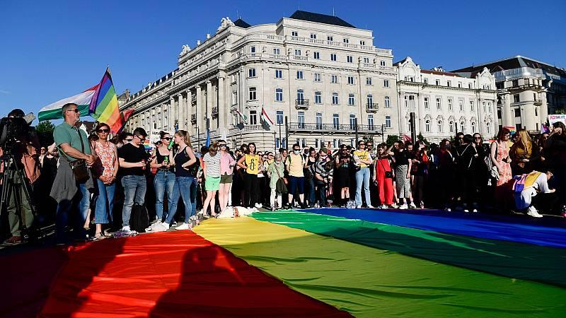 El Parlamento húngaro aprueba un proyecto de ley que prohíbe hablar de homosexualidad en las escuelas