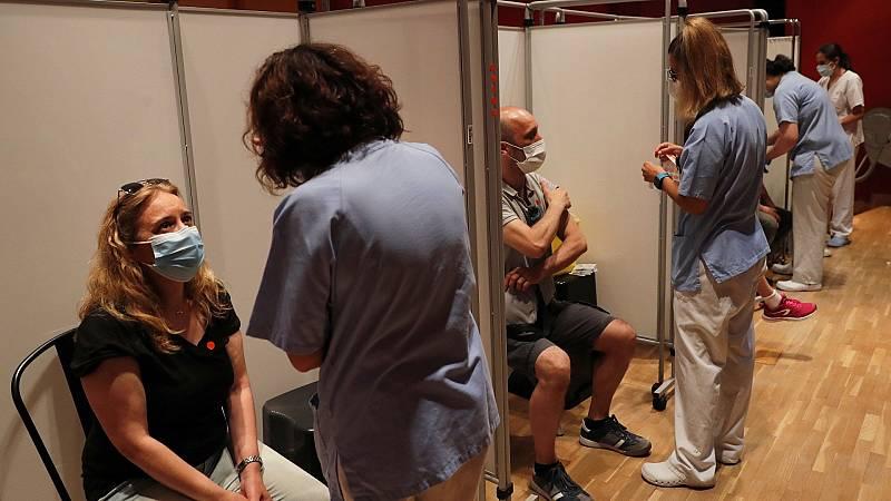 """Sanidad dice que """"tiene que haber consenso"""" entre CC.AA. para vacunarse durante las vacaciones fuera del lugar de residencia"""
