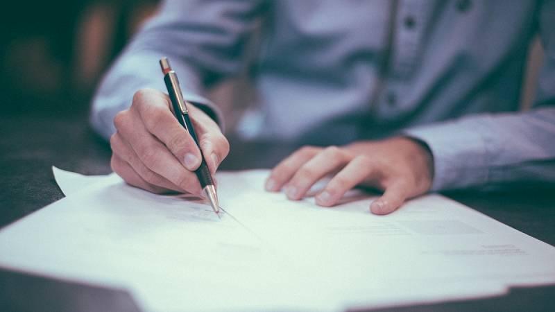 Aquí hay trabajo - 10 datos a comprobar antes de firmar un contrato