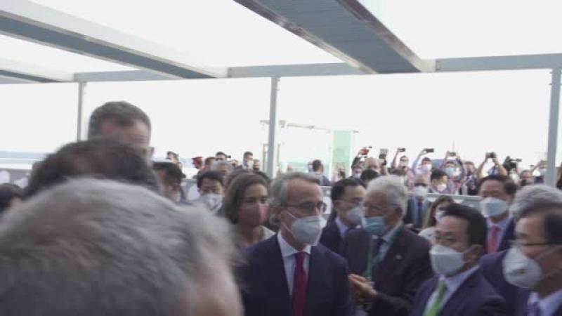 El president Pere Aragonès i el Rei s'acaben fent la foto al Cercle d'Economia