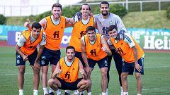 España prepara el partido ante Polonia a la espera de Busquets