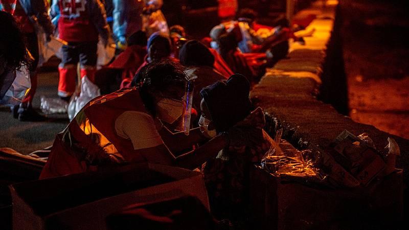 Al menos tres muertos y cinco desaparecidos tras volcar una patera en Lanzarote con 46 personas