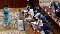 La presidenta de la Asamblea expulsa a una diputada de Podemos por protestar frente a los comentarios de Monasterio sobre Mbayé