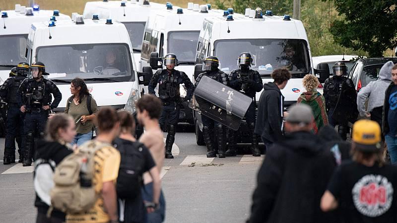 Violento desalojo en el oeste de Francia de una fiesta multitudinaria ilegal