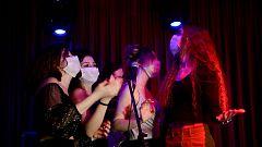 Vuelve el ocio nocturno: bares y discotecas reabren sus puertas con mascarillas en las pistas