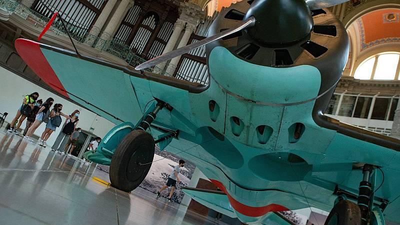 Dos aviones soviéticos nos invitan a reflexionar sobre la guerra en el Museo Nacional de Arte de Cataluña
