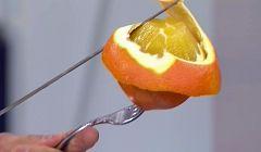 ¿Cómo se pela una naranja al vuelo?