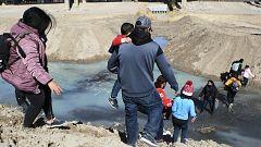 """""""Espaldas mojadas"""" cruzan de México a Estados Unidos en busca de un futuro mejor"""