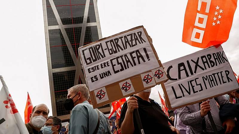 Los trabajodres de Caixabank acuden a la primera huelga general de la historia en la entidad tras el ERE que plantea el banco