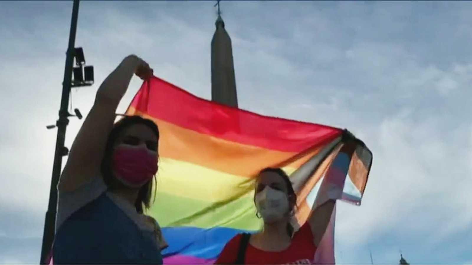 El Vaticano pide modificar una ley italiana contra la homofobia