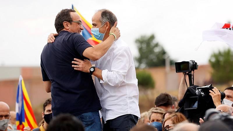 """Los exconsellers indultados aseguran tras salir de la cárcel que seguirán """"luchando para la independencia de Cataluña"""""""