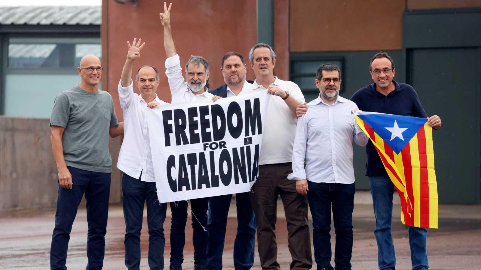 Los líderes independentistas catalanes salen de la prisión de Lledoners