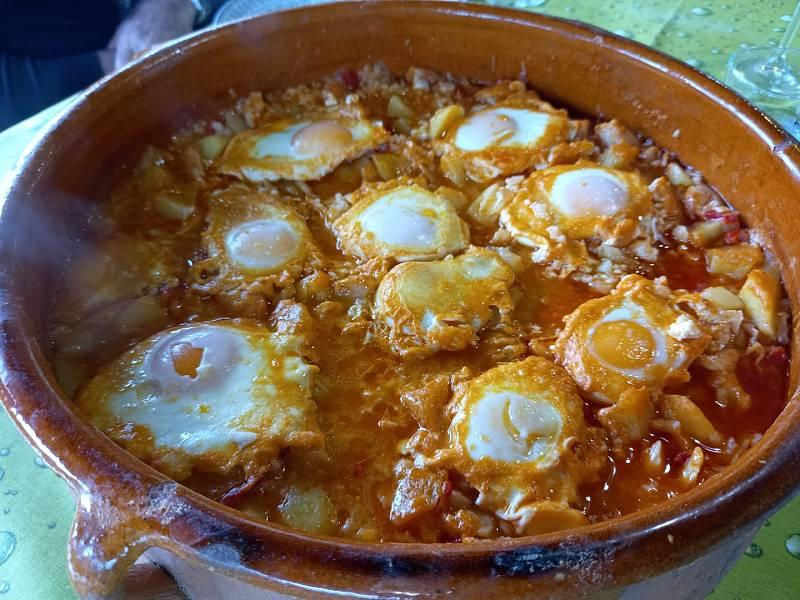 Sergio Fernández nos enseña a elaborar cazuela de bacalao con huevos escalfados