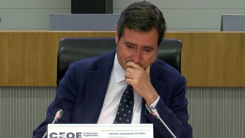 El presidente de la CEOE se emociona al recibir el apoyo de sus compañeros tras sus palabras sobre los indultos