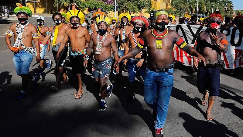 Indígenas brasileños protestan contra la explotación de sus tierras